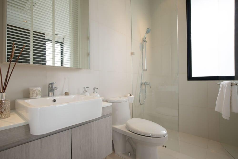 4 básicos de un baño pequeño