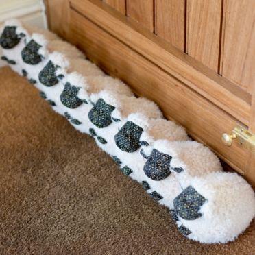 Cojín de ovejas para puerta.