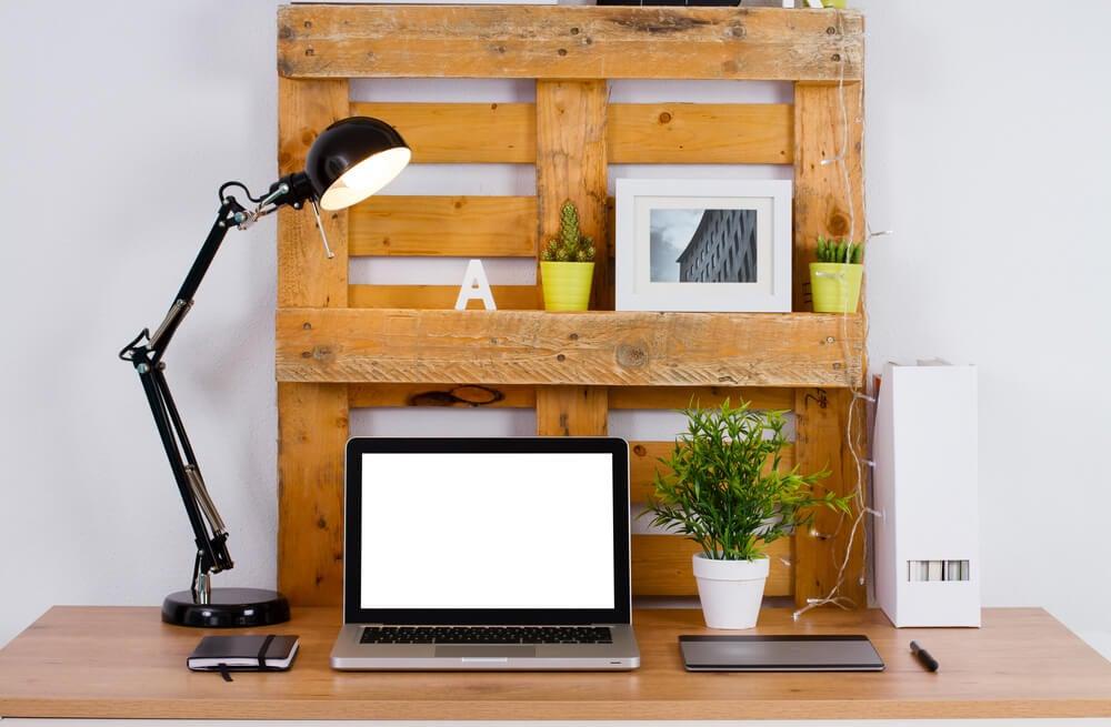 Crear un escritorio con palés.