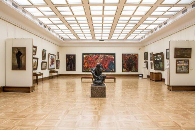 Diseña un espacio para exposiciones de arte