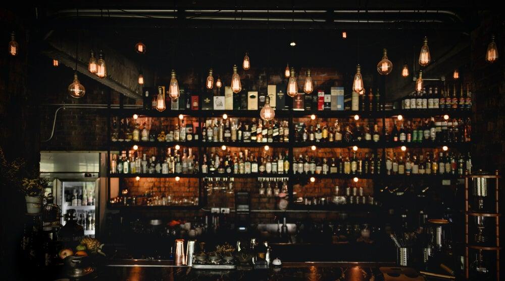 Iluminación de un bar.
