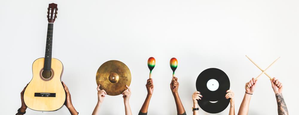 Decoración con instrumentos musicales del mundo
