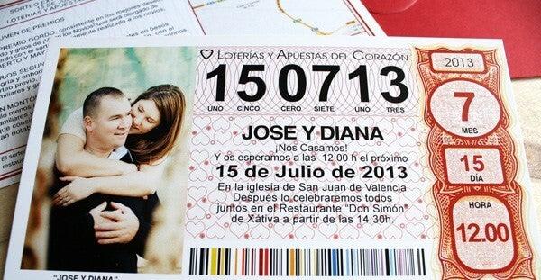 Invitación de boda con un décimo de lotería.