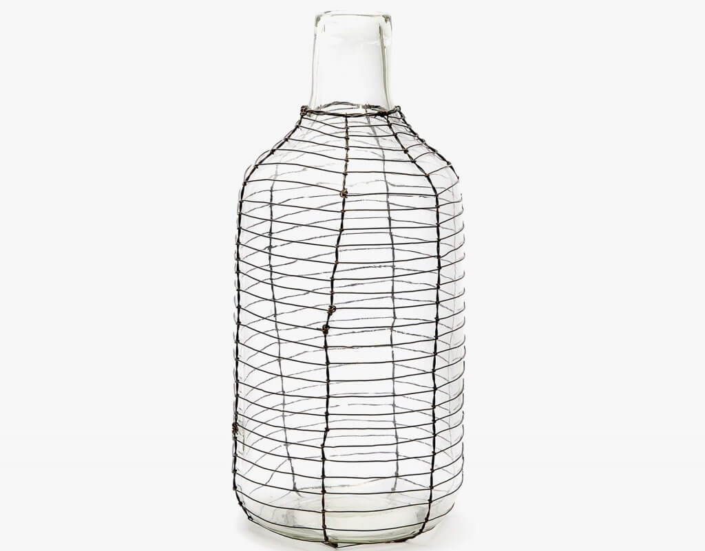 This glass and wire mesh modern style vases is really versatile.