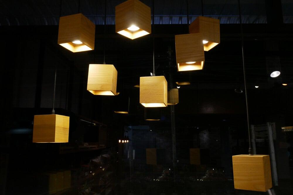 Lámparas de cubo orientales.
