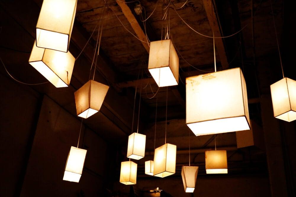 Lámparas hechas a mano.