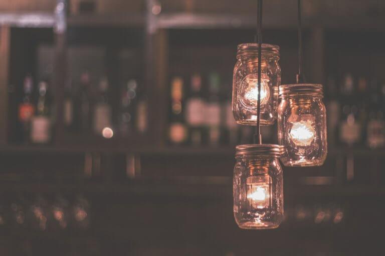 Maneras de utilizar el menaje del hogar para hacer lámparas
