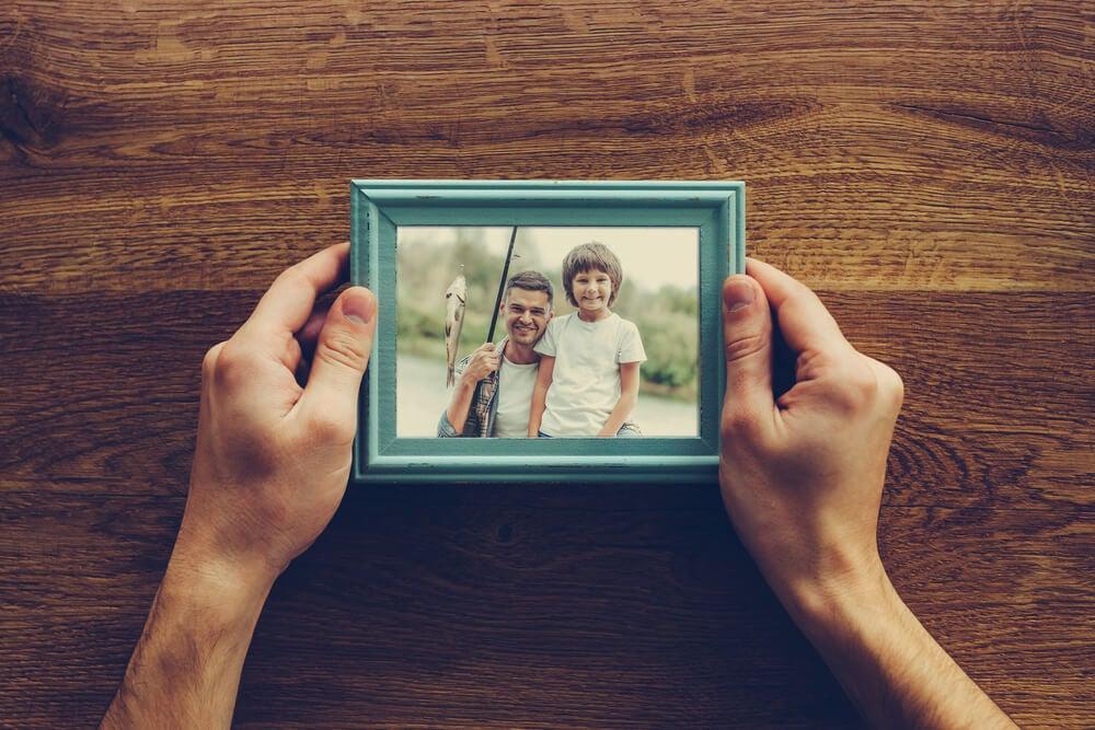Marco azul para una foto familiar.