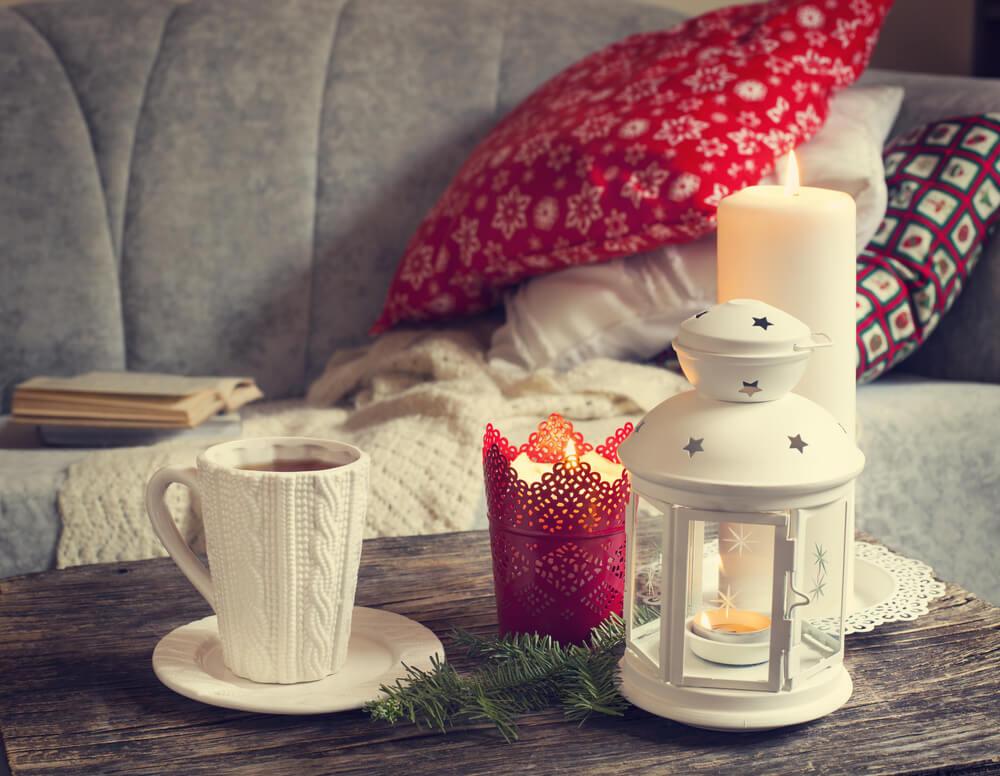 Prepara tu casa para la resaca navideña: sofá, manta y relax
