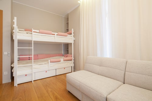 Sofá cama en la habitación de los niños.