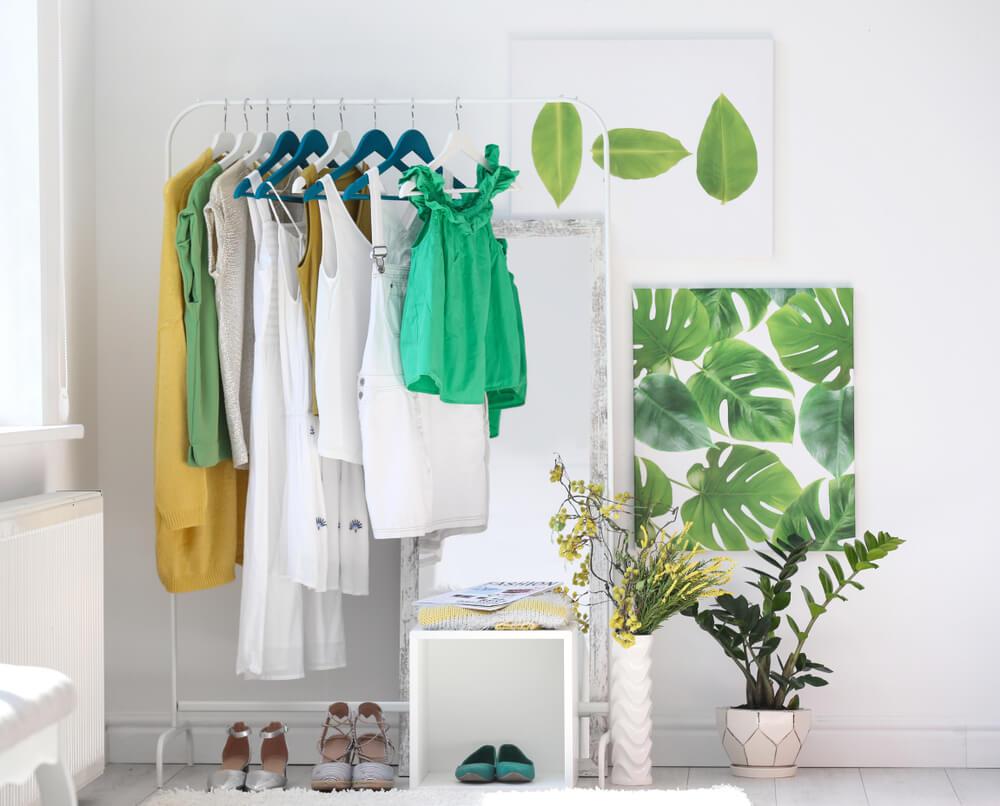 Vestidor en tonos verdes.