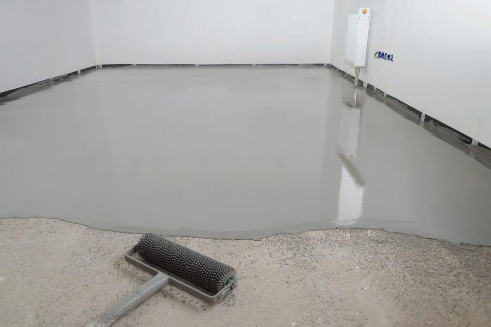 Aplicación del suelo epoxi.