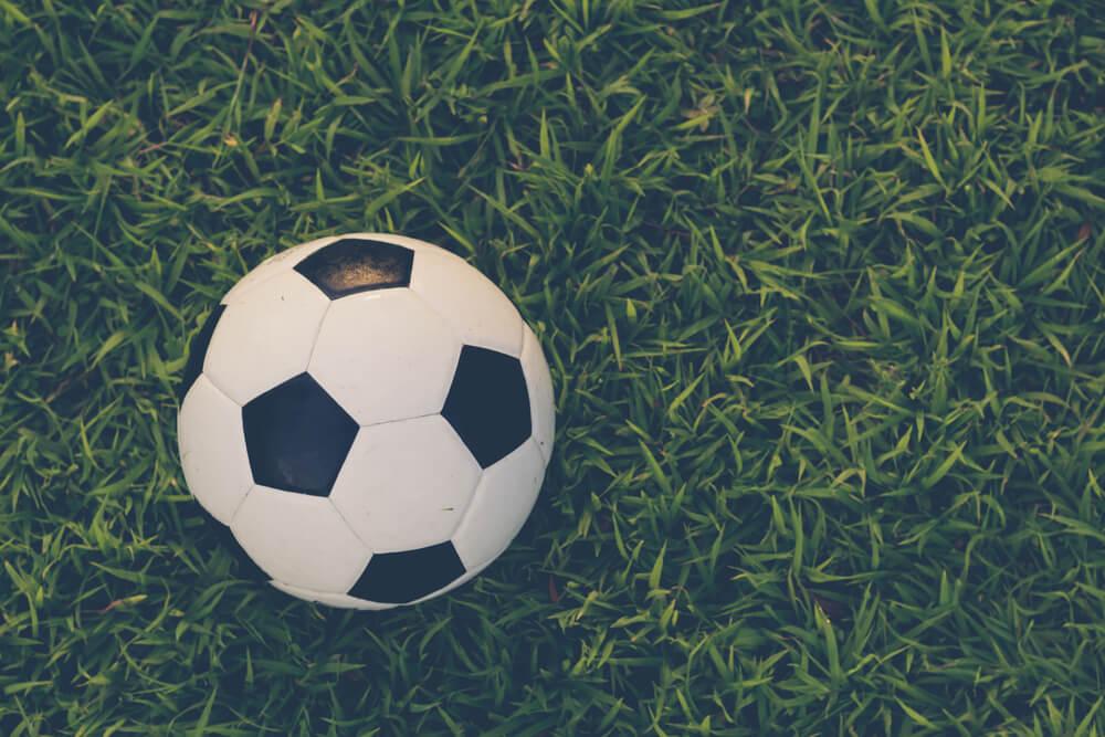 Aprovechar jardín para hacer una pista de fútbol.