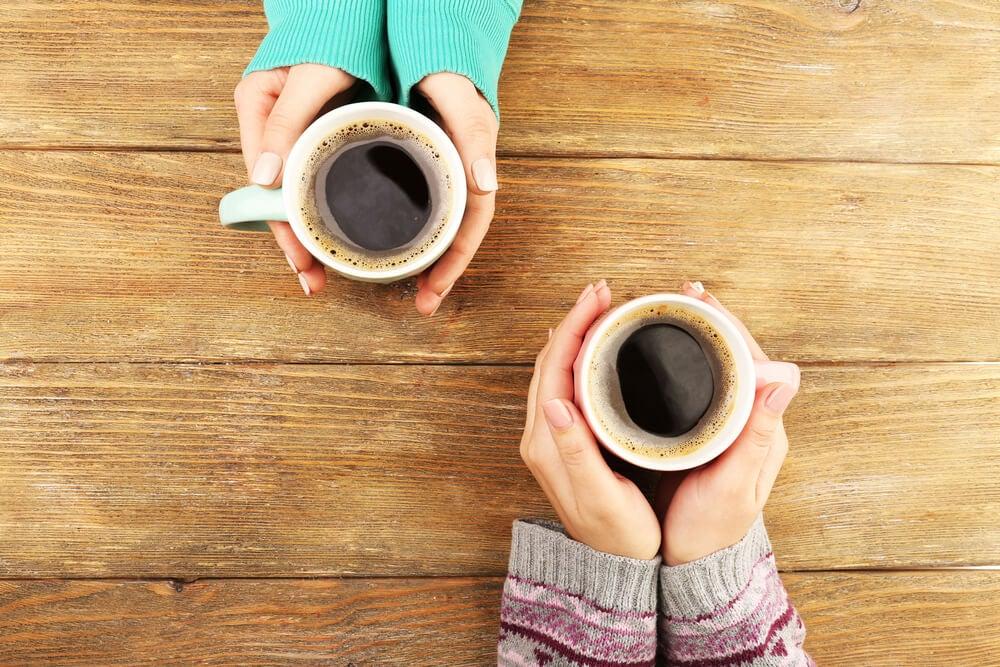 Tomar café con tus vecinos.