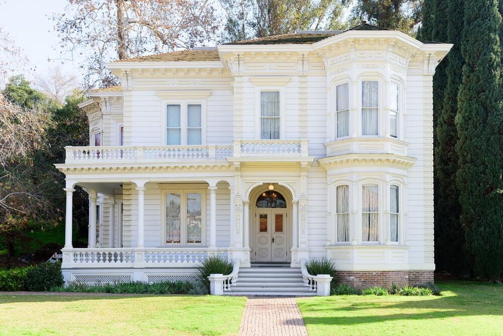 Casa Victoriana en blanco.