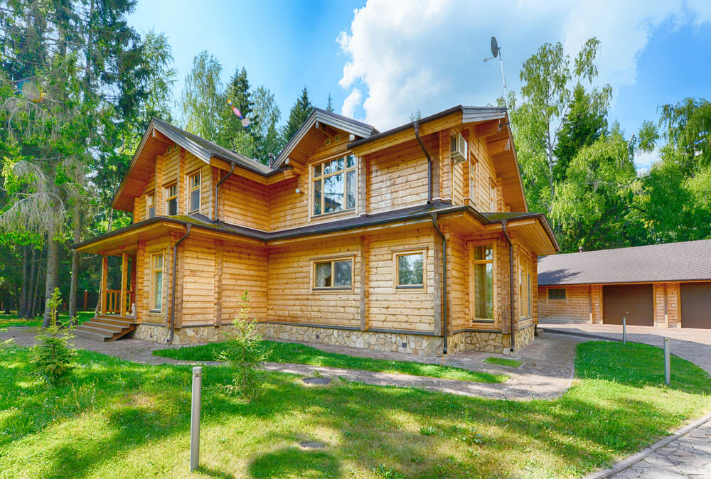 Fachada de madera para una casa rústica.