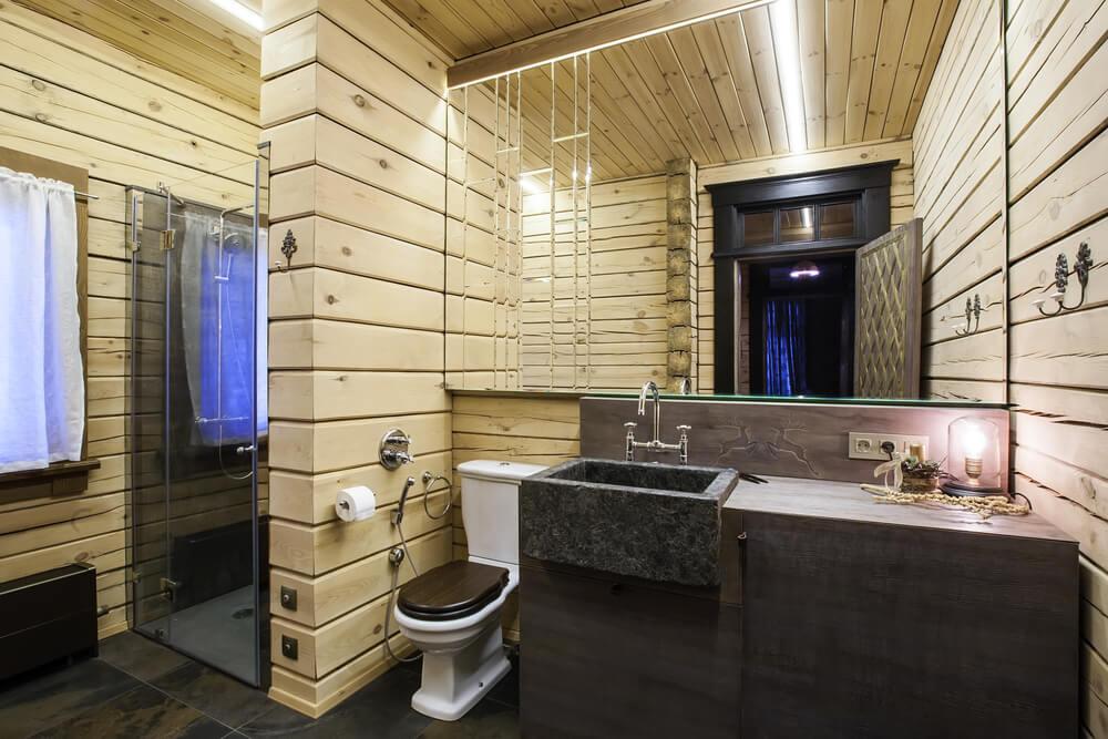 Iluminación de un baño rústico.