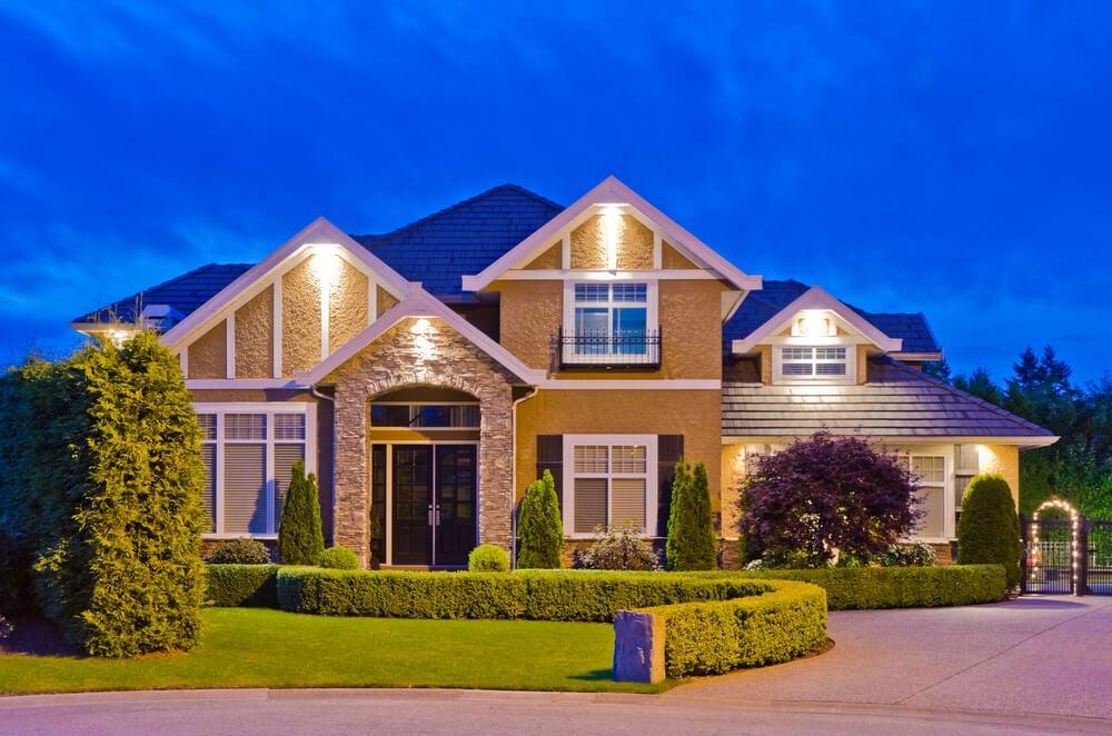 Iluminación de la entrada de casa.