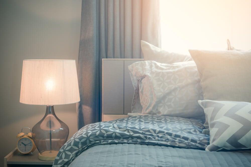 Lámpara de mesilla para el dormitorio.