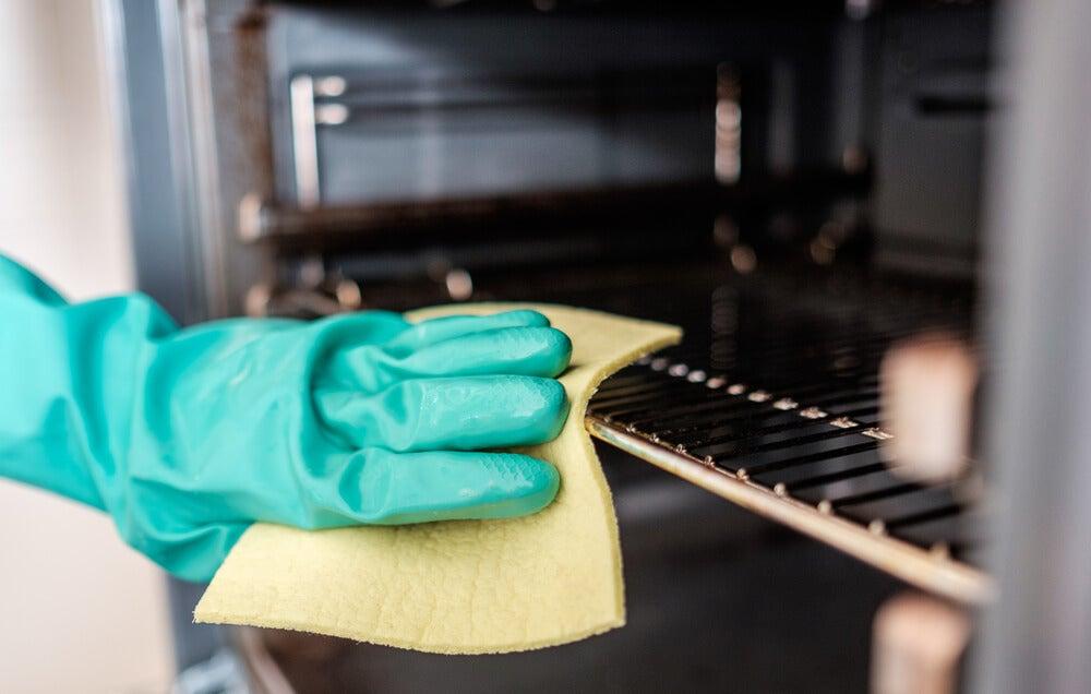 Limpiar el óxido del horno.