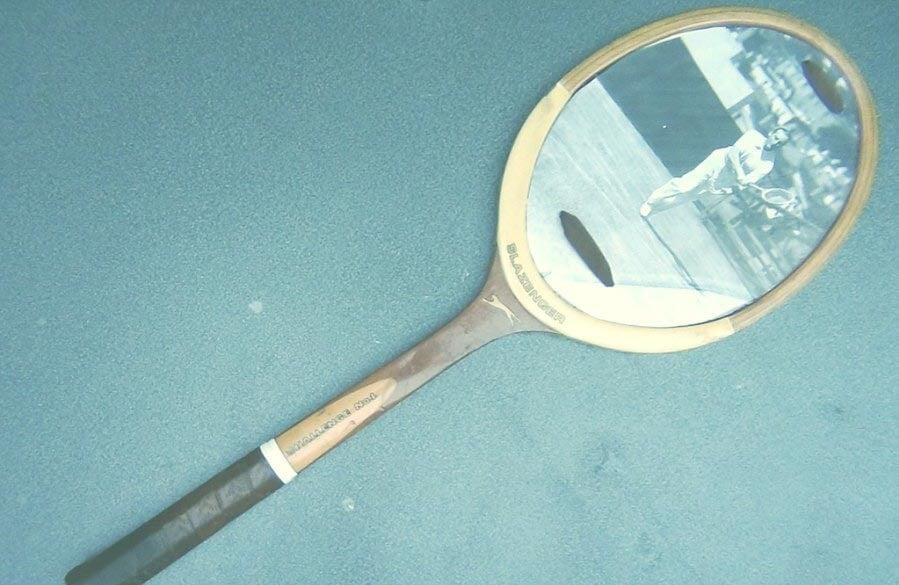 Marco de fotos con una raqueta de tenis.