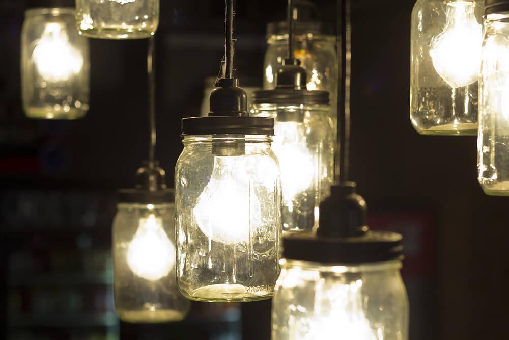 Mason Jar con bombillas.