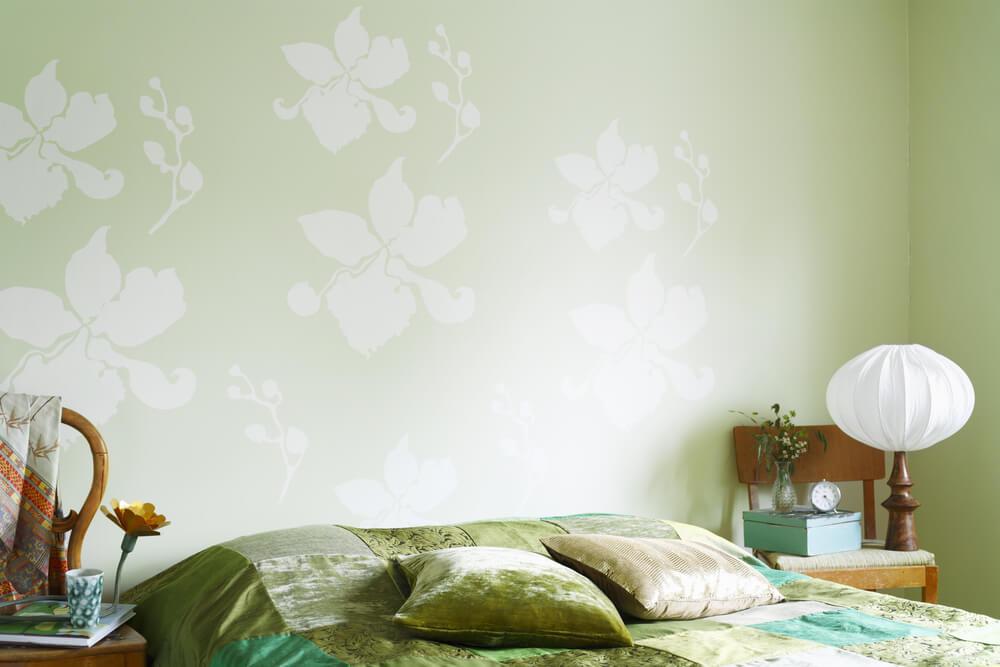 Pared del dormitorio en verde pistacho.