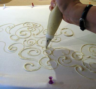 Pasta de relieve sobre un dibujo.