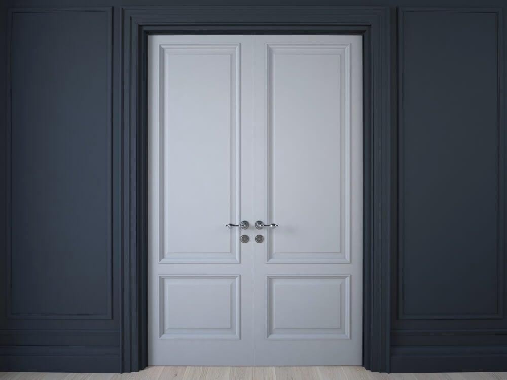 Puerta con cuarterones.