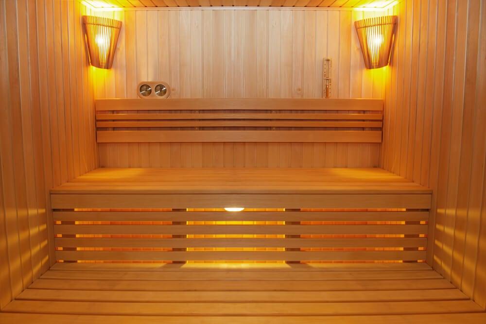 Sauna casera de madera.