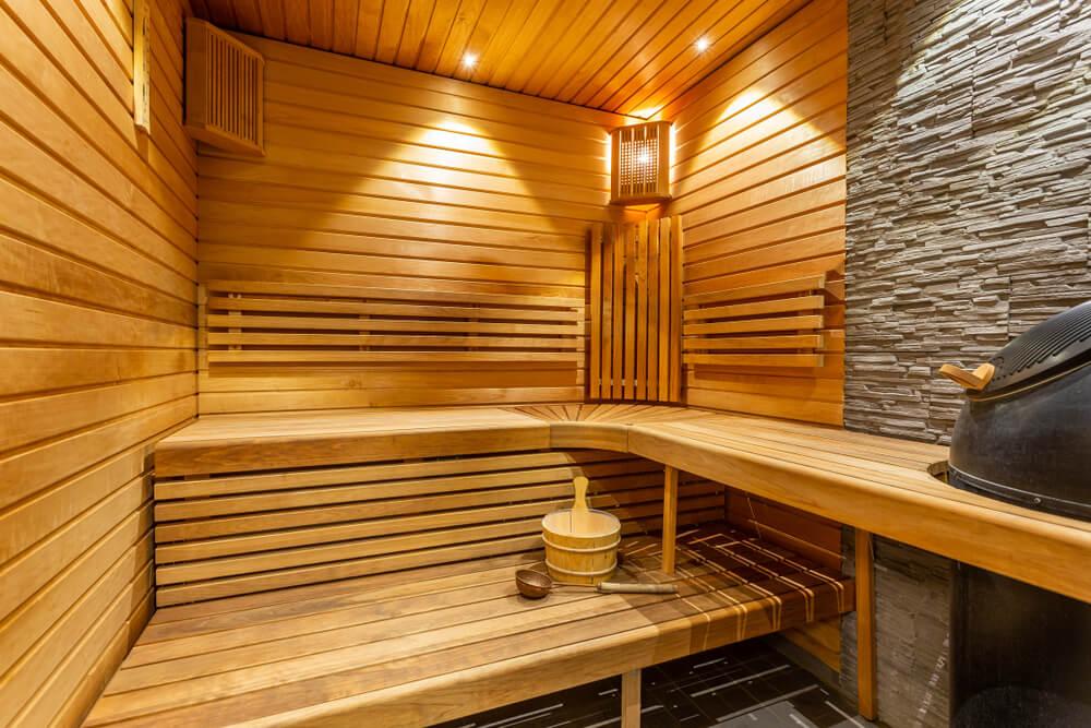 Sauna de madera en casa.