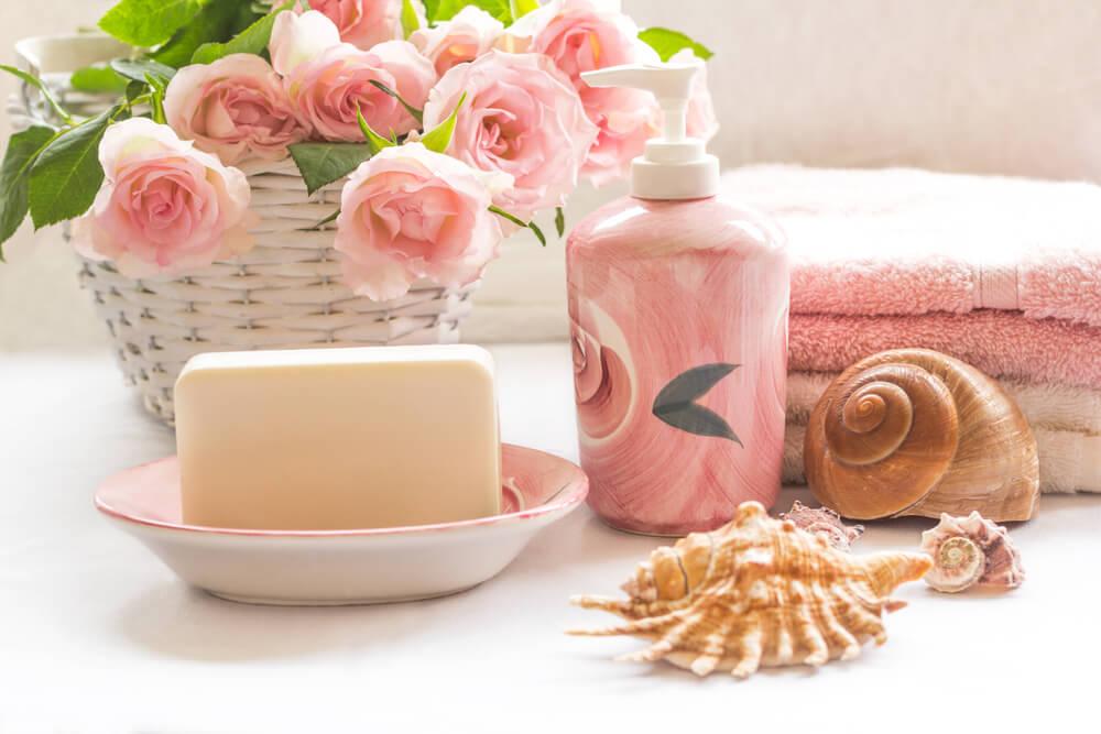 Botes de decoración rosas.