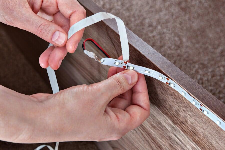 La colocación de tiras y mangueras LED en el hogar.
