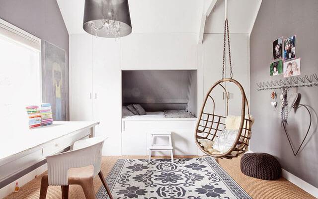 Columpio sofá en dormitorio.
