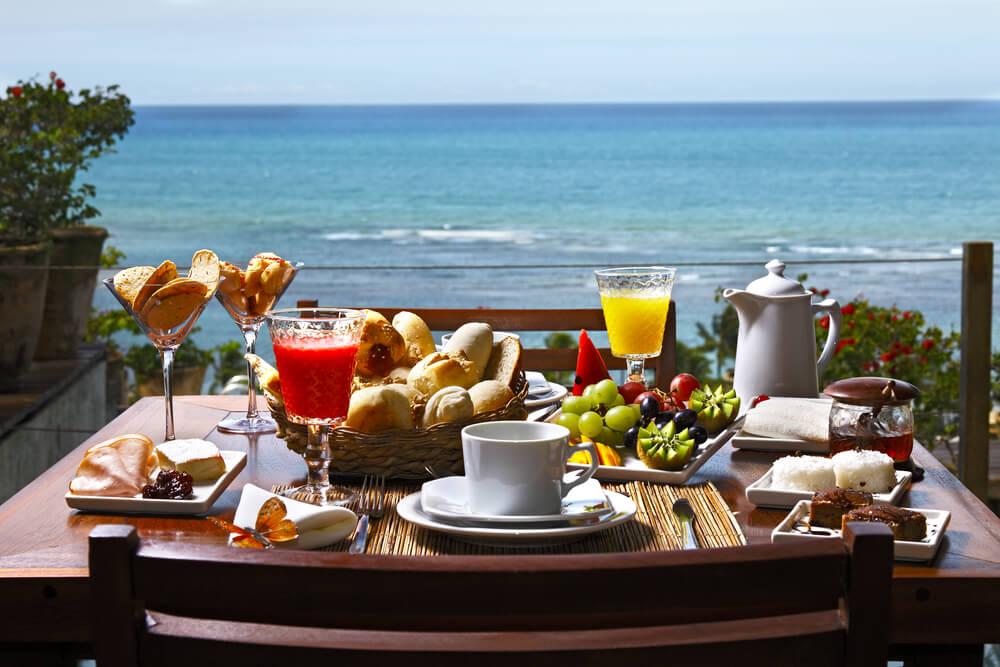 Desayuno en la terraza.
