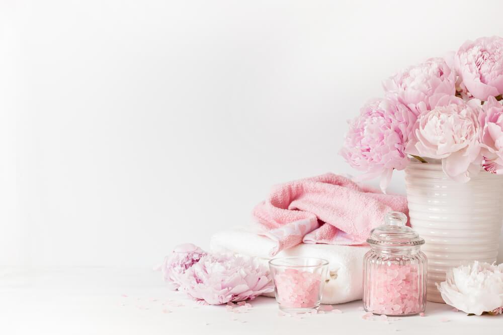 Flores rosas para el baño.