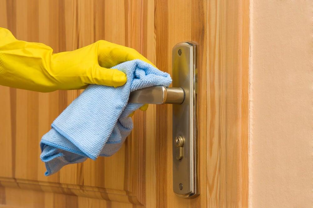 Limpiar puerta.