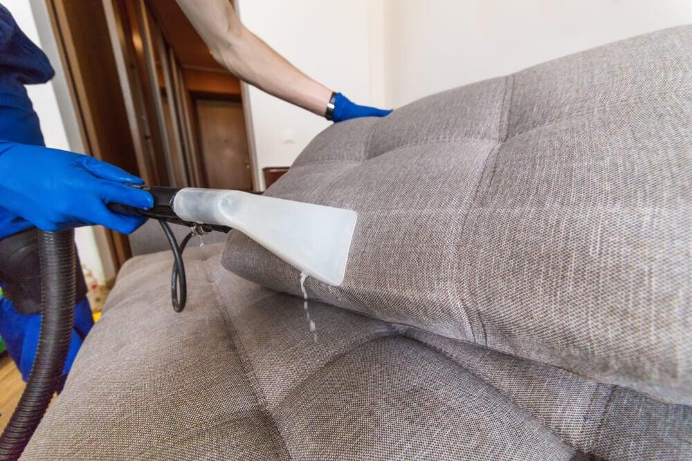 Limpiar sofá.