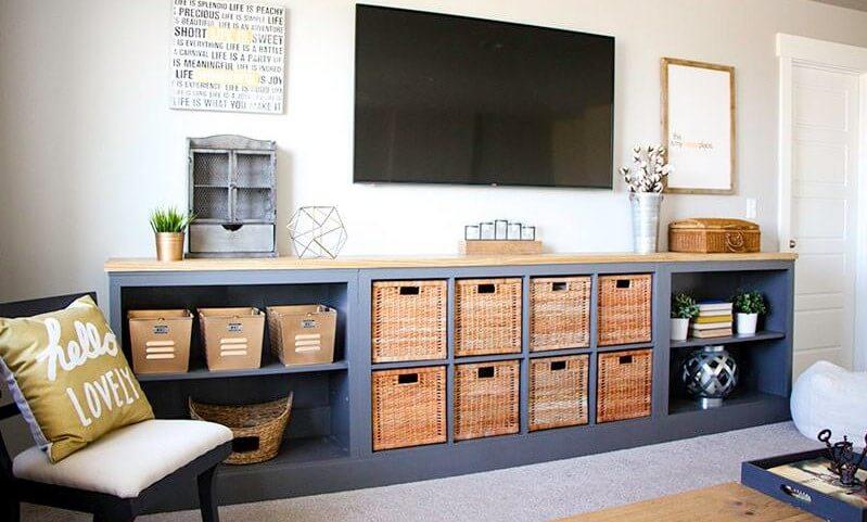 Mueble de salón hecho con una estantería KALLAX.