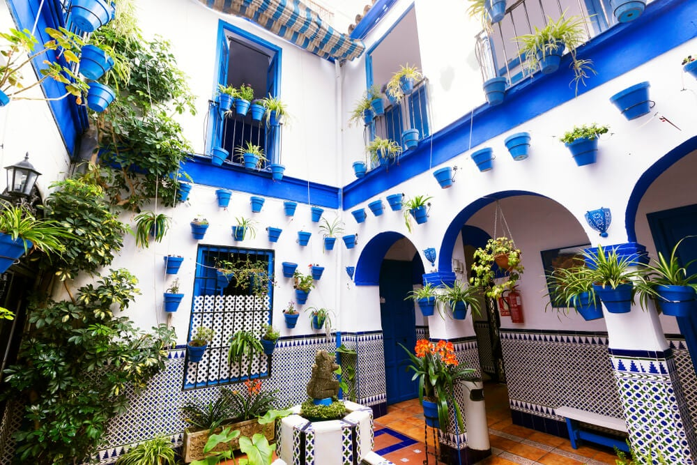 Patio andaluz azul.