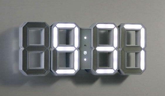 Reloj digital de pared.