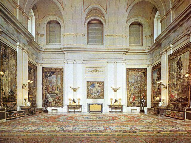 Salón de Alabarderos del Palacio Real de Madrid.