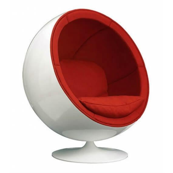 Silla Ball Chair en blanco y rojo.