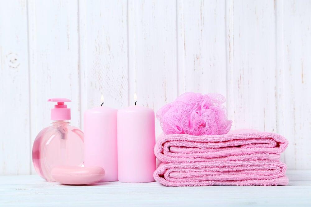 Toques rosas para el baño