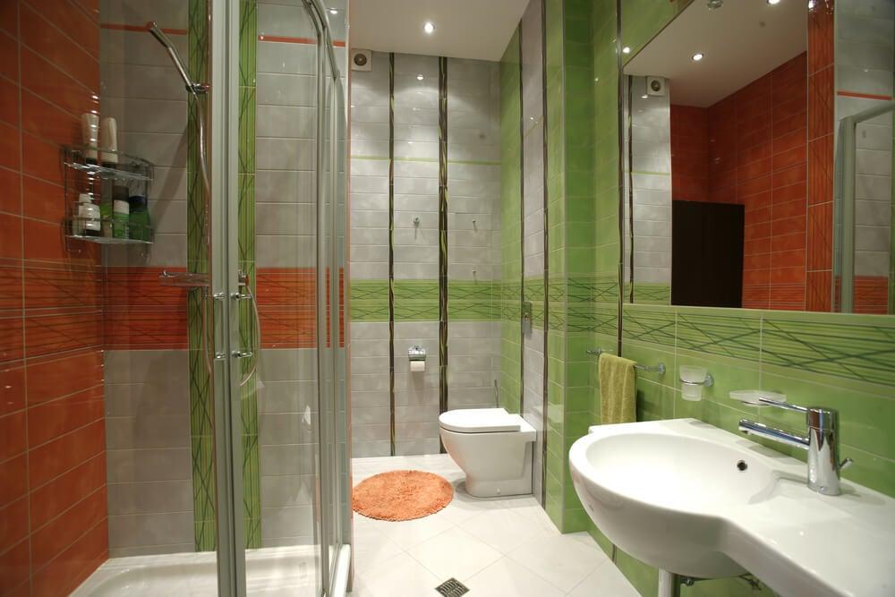 Pared de color verde en el baño.