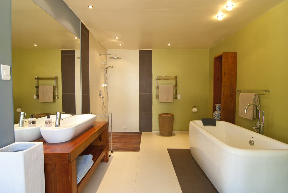 Cómo aplicar el color verde en el baño