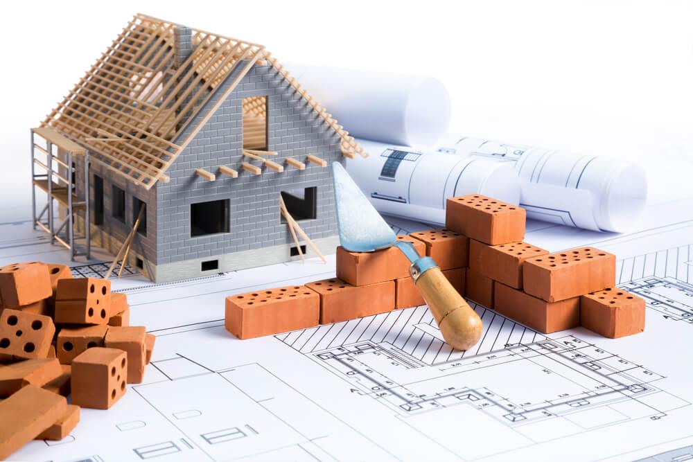 Distintas fases de la construcción de una casa