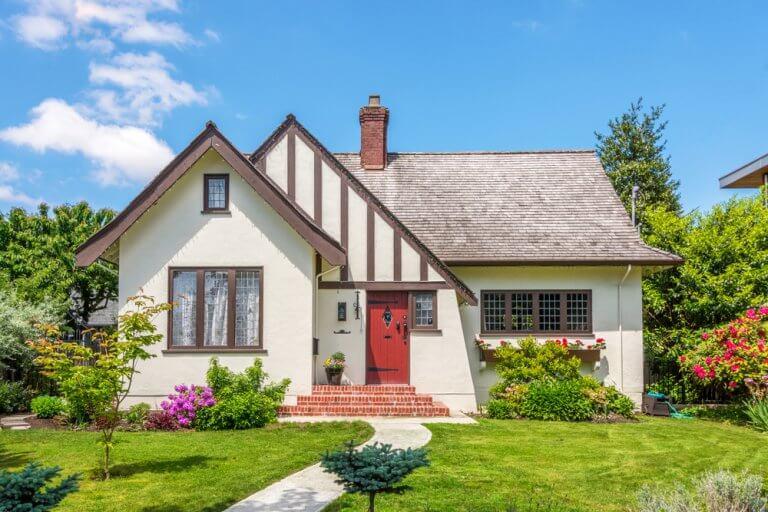 ¿Cómo decorar el camino de entrada de tu casa?
