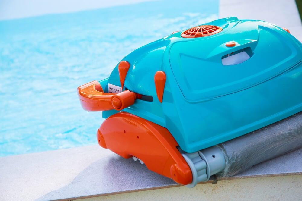 Mantenimiento de un robot de piscina.