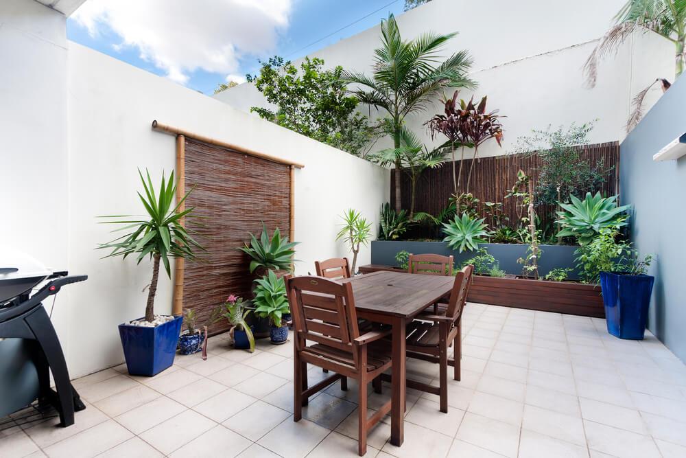 Muebles de madera para patios.